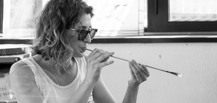 PreciousGlass è il brand di gioielli di Valentina Trotta: l'arte della lavorazione e soffiatura a lume del vetro di Murano a Vico del Gargano, in Puglia