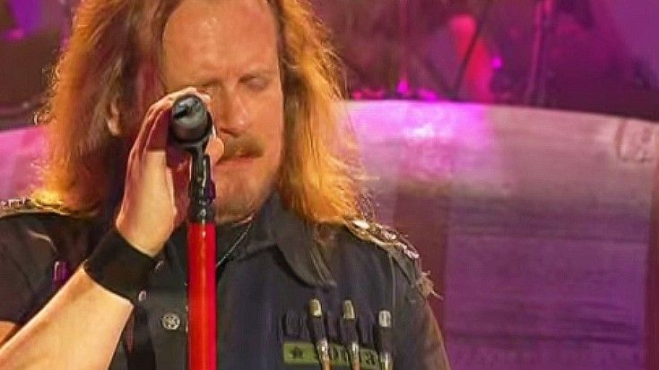 "Lynyrd Skynyrd Bare Their Souls For Powerful ""Simple Man"" Tribute"