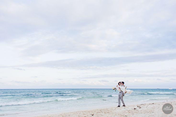 Beach Wedding Liz Moore #lizmooreweddings #lizmooredestinationweddings #weddingphotography #weddingpictures #beachwedding #mahekalbeachresort