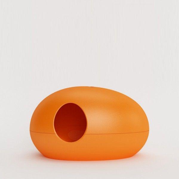 Die formschöne #Katzentoilette, die nicht wie eine solche aussieht! Ästhetisch und minimalistisch in Szene gesetzt überzeugt sie mit schlichtem Design und smarter Ausstattung. Moderne XXL-Katzentoilette Poopoopeedo in Orange. Katzentoiletten können auch schön sein!