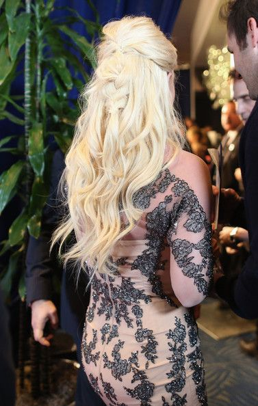 Britney Spears - Backstage and Audience at the People's Choice Awards