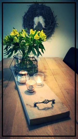 Bekijk de foto van merel.lathouwers met als titel Stijger houten plank leuke handgrepen erop maken en je hebt een mooi simpel dienblad. Leuk voor decoratie of eventueel als kaasplank te gebruiken. en andere inspirerende plaatjes op Welke.nl.