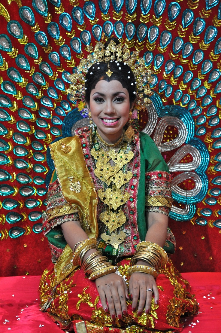 Bugis wedding costume, South Sulawesi - Indonesia