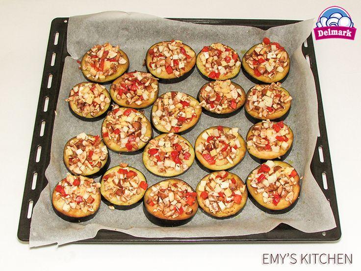 Sunt atat de gustoase ca pregatim iar mini-pizze cu ciuperci. http://delmark.md/recete/mini-pizze-de-vinete-cu-ciuperci/ #Delmark #Ciuperci #Mushrooms #ReteteDelmark