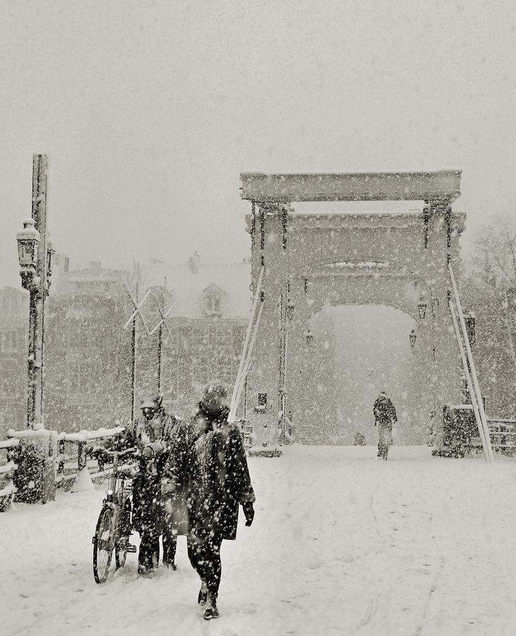 Magere brug #Amsterdam. Photo: de famous Dutch painter Breitner