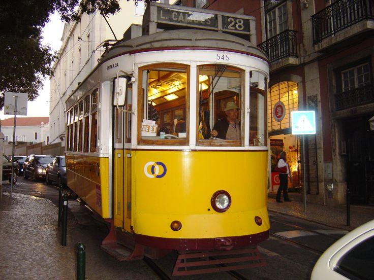 Le vieux tramway de Lisbonne http://www.mymajorcompany.com/retraiteauportugal