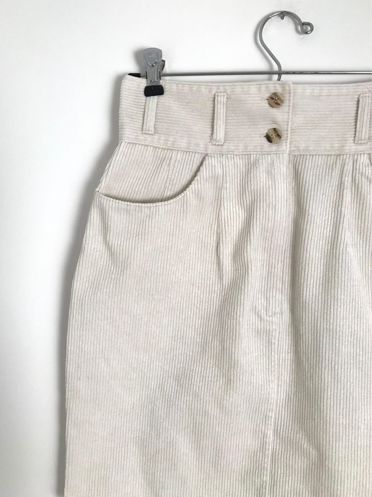 Vintage corduroy mini skirt / high waist skirt / french classic skirt / white velvet skirt / minimalist / xxs / xs / 1990s de la boutique peneloppevintage sur Etsy