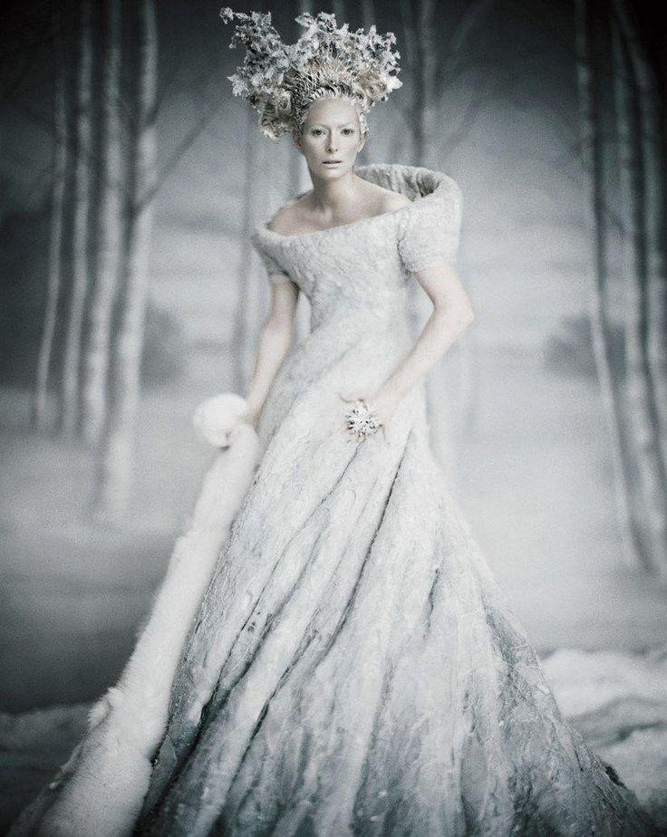 картинка белого платья для королевы имена для