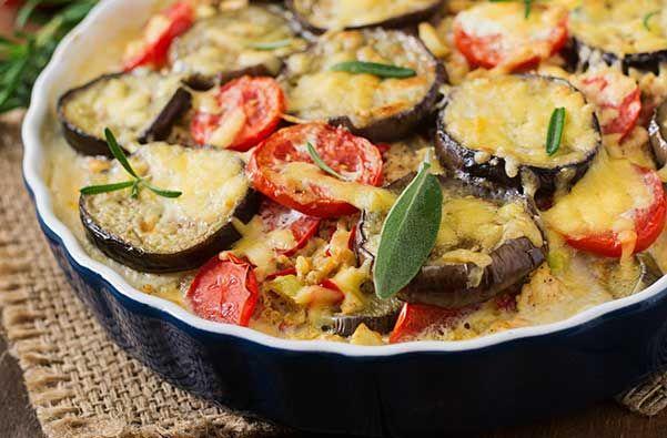 Συνταγή μελιτζάνες ογκρατέν στο φούρνο εύκολο με τυριά, ντομάτα, βασιλικό, χωρίς μπεσαμέλ και νηστίσιμο.