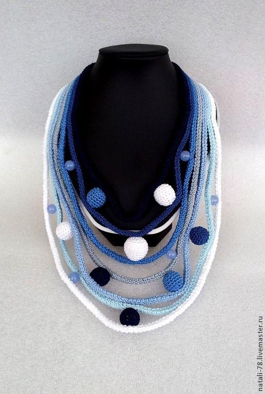 """Купить Бусы вязаные """"Игра в снежки"""" - бусы вязаные, украшение вязаное, Снег, снежки, синий"""