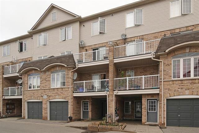 TORONTO (ON) A Beautiful Freshly Painted Spacious Townhouse. Den can be easily converted to an additional bedroom. Located in a quiet and secure neighbourhood. Ready to move in. Going for $209,900. http://www.century21.ca/Property/100878275