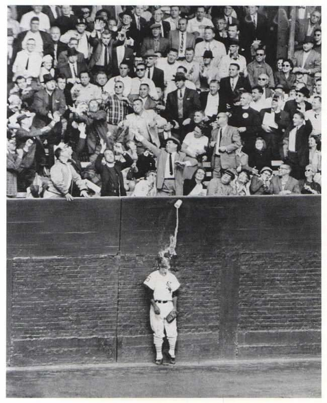 Distracted man drops beer on White Sox left fielder Al Smith, 1959