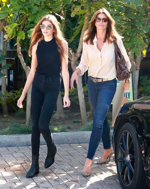 Kaia Gerber and Cindy Crawford Look Effortless in Their Off-Duty Model Style