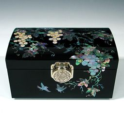 Jewellery Ring Box Inlaid with Lacquer Wooden Mother of Pearl Grape