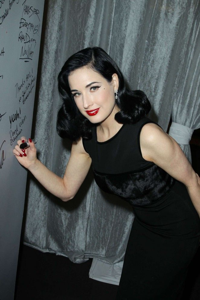 Dita von teese dita von teese pinterest for Coupe cheveux burlesque