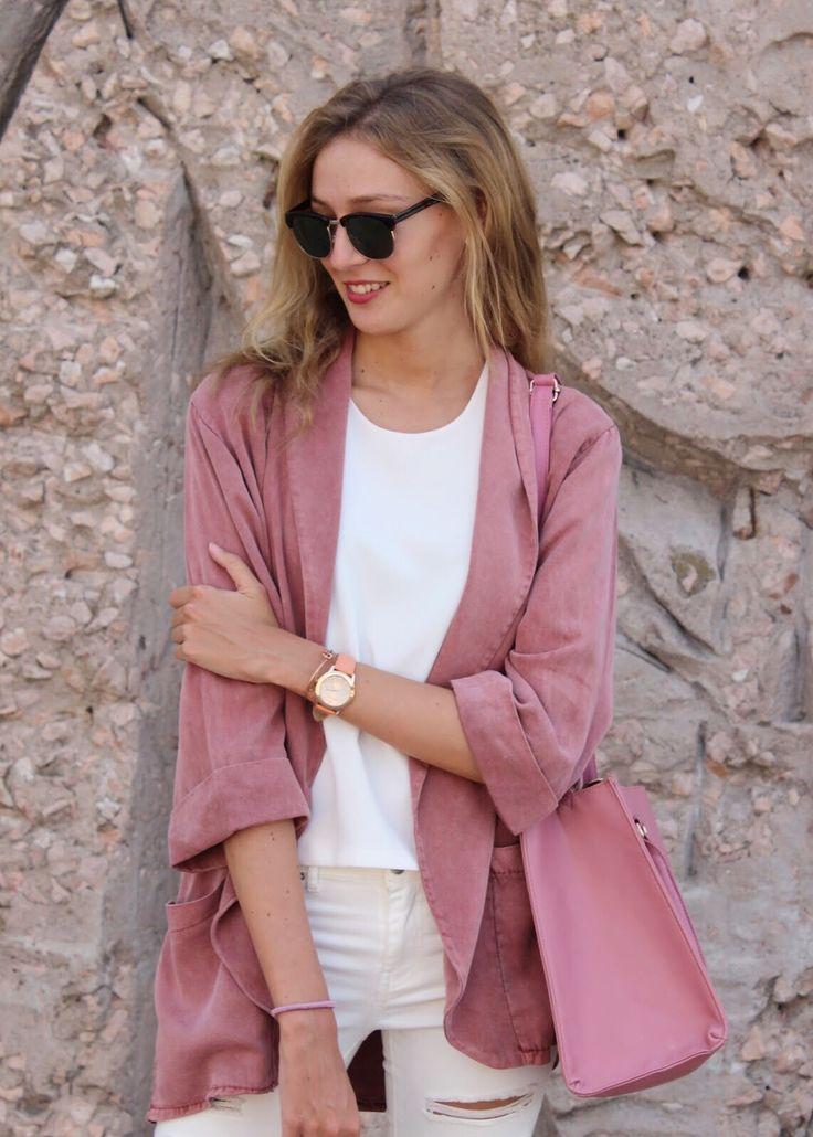🔙 to summer days with @preppyelsblog que luce chaqueta #florencia para dar color a los grises días de octubre 🎀 #ootd #modaflorencia . . . #moda #fashion #trendy #style #estilo #outfit #look #informal #otoño #autumn #jacket #casuallook #friday #happy #shop #shopping #barcelona #barcelonashopping #florenciashop #fridaymood