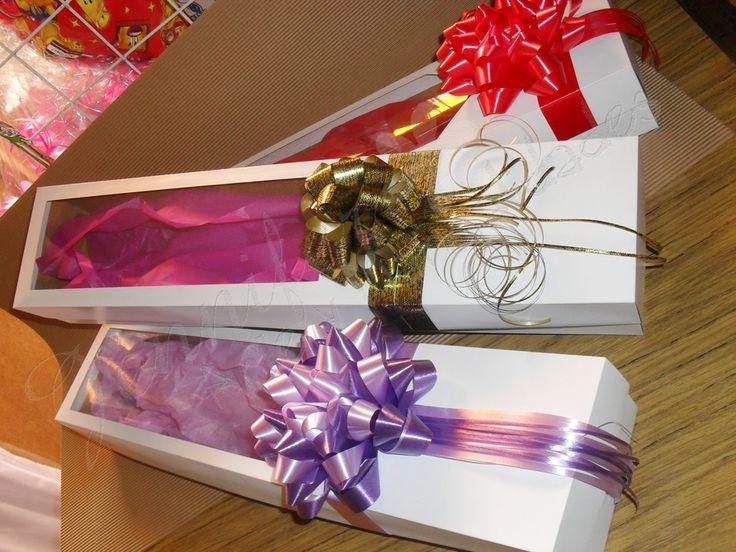 Cajas para rosas con ventana y moños decorativos ;)