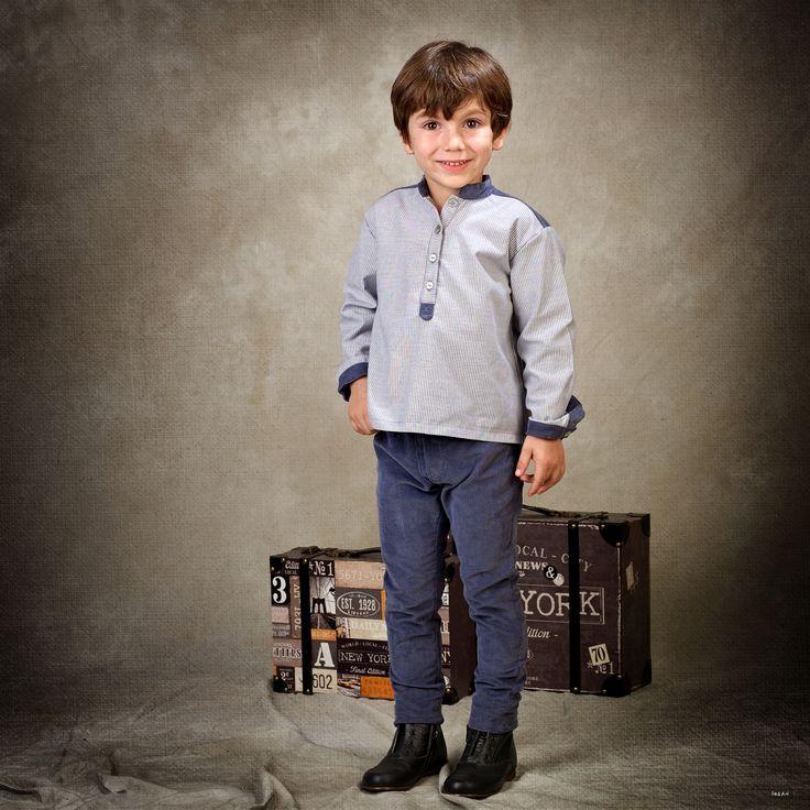 Camisa de niño en estampado de rayas azul y blanco, con detalles de pana azul navy #kids #corazondeleonkids #rayas #pana #azul #moda #madeinSpain #AW15-16