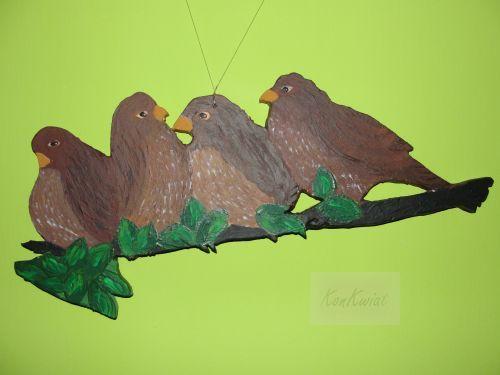 Ptaszki na gałęzi (malowane akrylami na sklejce) - zawieszka dwustronna do okna