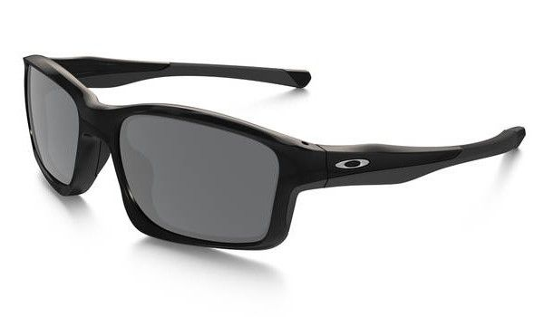 OAKLEY Chainlink Polished Black Black Iridium napszemüveg. Ez a divatos, nem mindennapi külsejű férfi napszemüveg  biztosan nagy kedvenc  lesz. Kialakításának köszönhetően hosszú távon is kényelmes viseletet biztosít. KATTINTS IDE!