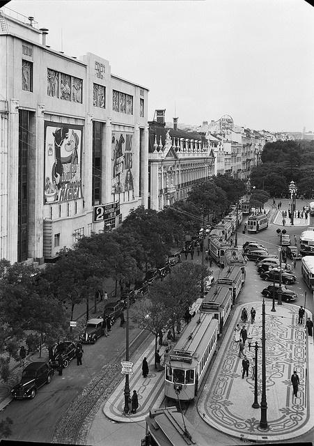 Praça dos Restauradores, Lisboa, Portugal by Biblioteca de Arte-Fundação Calouste Gulbenkian