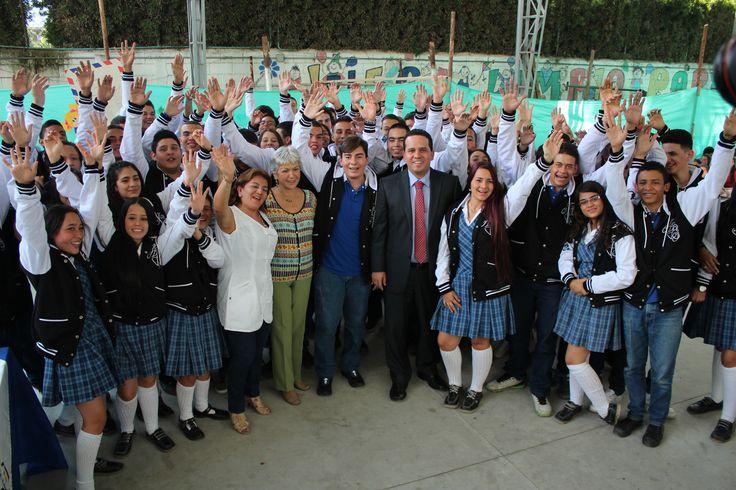 Entrega de chaquetas Prom 2015 a los alumnos de la I.E Antonio José de Sucre
