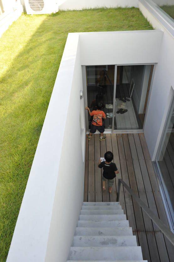 YY-HOUSE : 미니멀리스트 발코니, 베란다 & 테라스 by 久安典之建築研究所