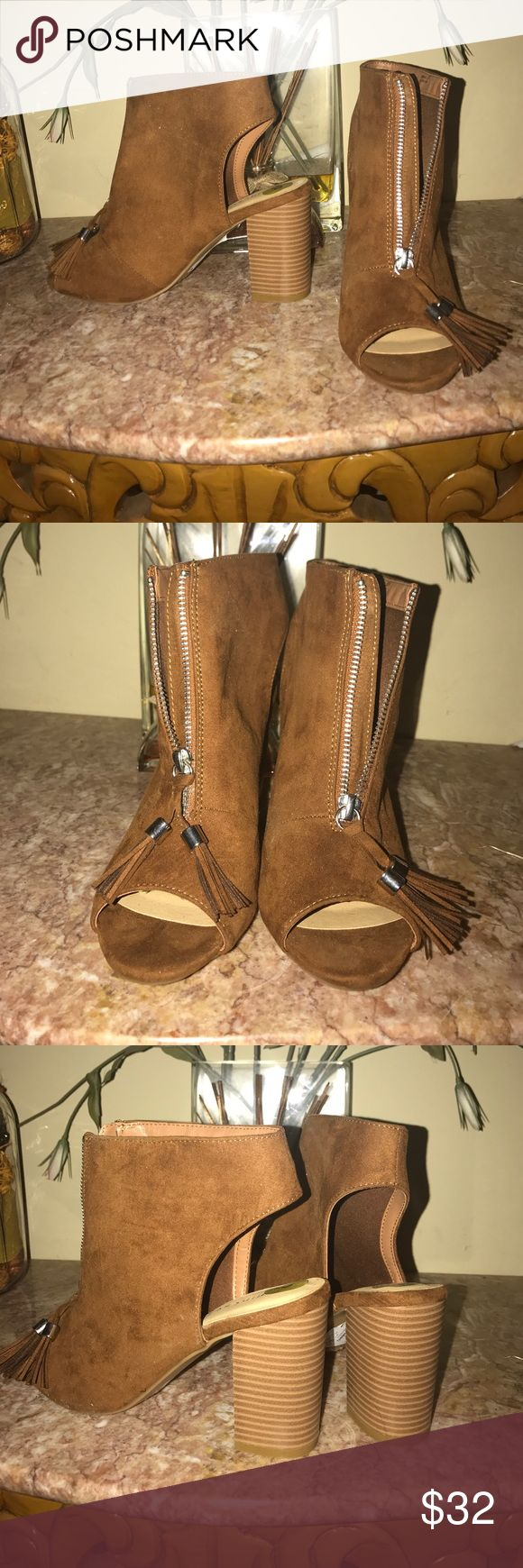 Brown zip up chunky heel Brown zip up chunky heel Chinese Laundry Shoes Sandals