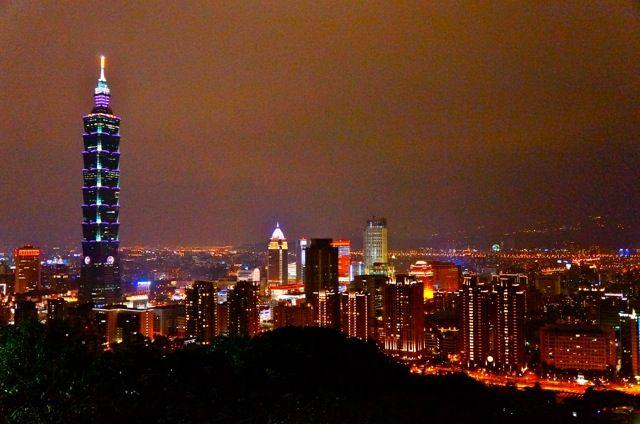 台湾。綺麗な夜景を独り占め。寂しくなんて感じさせないほどの夜景です。