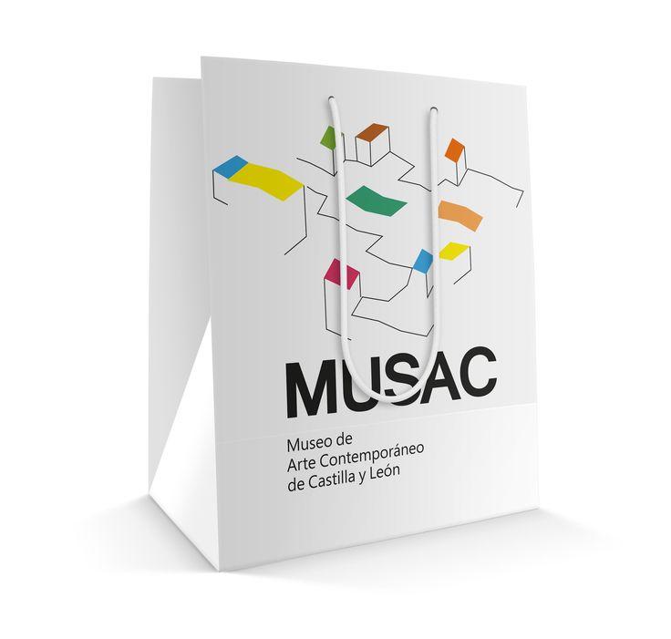 bolsa de papel realizada para la materia de piezas promocionarles, realizando el grafismo y manejando la identidad ya existente del museo Musac