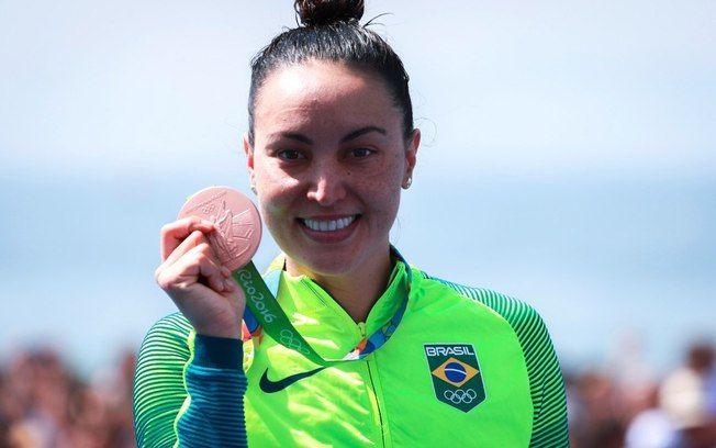 Poliana Okimoto e sua medalha de bronze. Foto: Rio 2016/REPRODUÇÃO