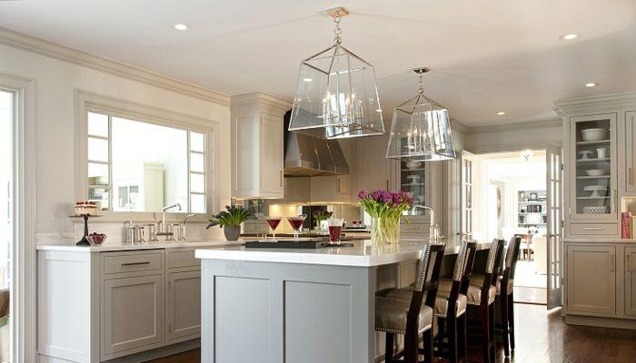 Pflanzen in der Küche, Glaskronleuchter im Vintage Stil, Nachtlampe, Küchenfenster zum Esszimmer