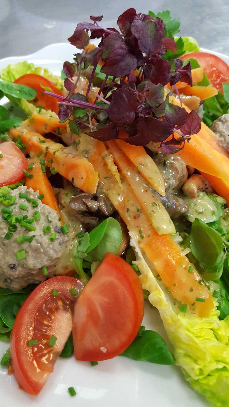 "Austern-Pilze mit Salat und ""Baba Ghanoush"""