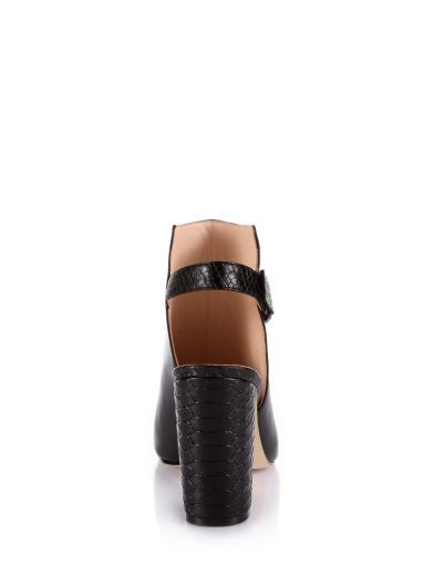 Baylae Leather Ankle Boot | GUESS.eu