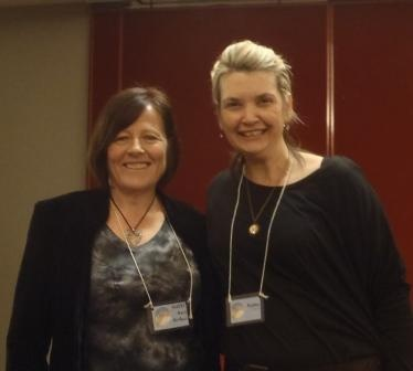 YA author D L Richardson with best selling adult urban fantasy author Keri Arthur at the Oct 2012 Conflux 8 speculative fiction convention held in Rydges Canberra
