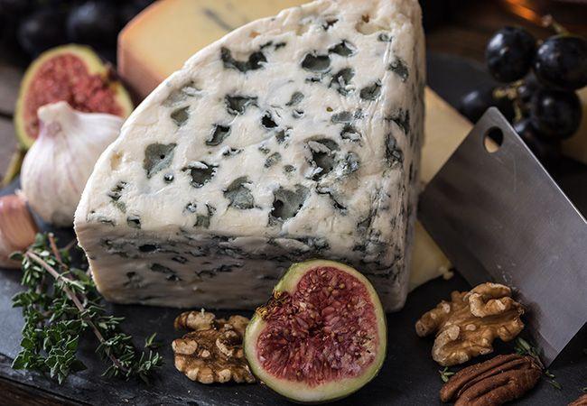 ¿Sabes de verdad cómo combinar vino y queso? No todos los tipos de queso combinan con todos los tipos de vino. Aprende aquí a hacer la pareja perfecta.