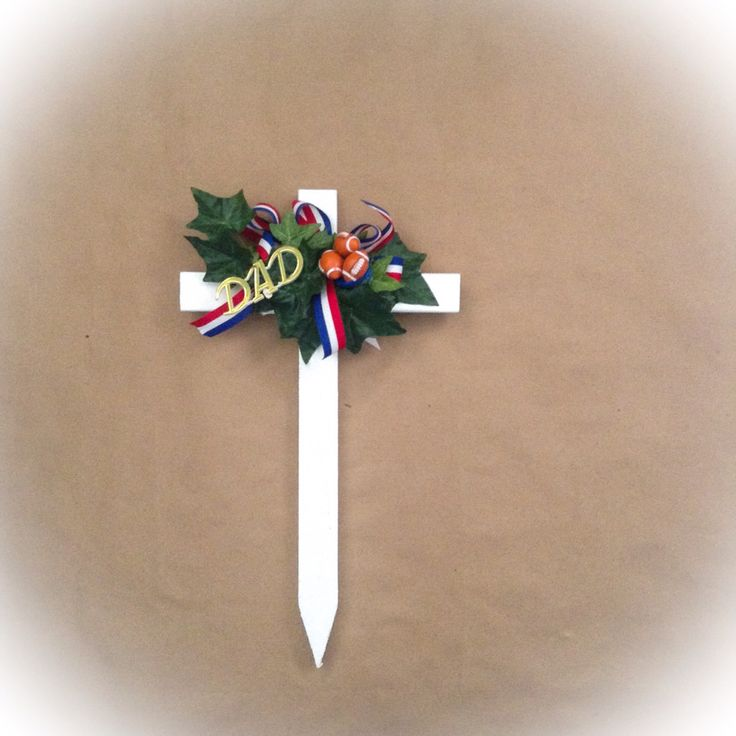 Memorial Day Grave Decoration Holiday Ideas Cemetary Decorations Cemetery Decorations