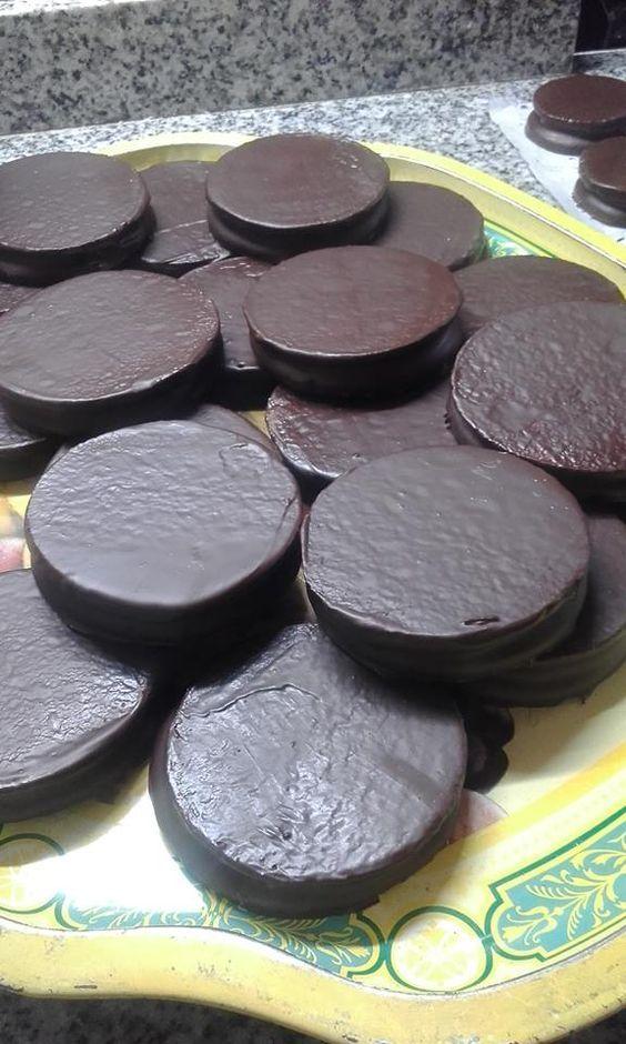 Para las tapas     ºIngredientes:         Harina leudante 250grs     Aceite 55cc     Agua 70cc     Azúcar 100grs     Lecitina de soja 1c...