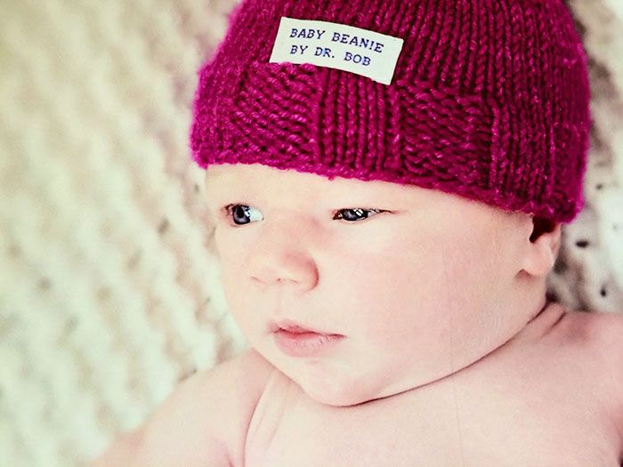 Elliot Elizabeth beanie by knitting Doctor Robert Sansonetti - PHUNRISE