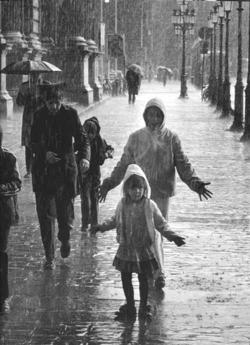 Robert Doisneau, La pluie d'été au Carrousel, 1981