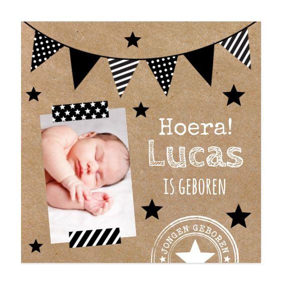 Karton en zwart-wit gaan heel goed samen. Hip met vlaggenlijn voor een geboortekaartje.  #sterretjes #kraft #stempel