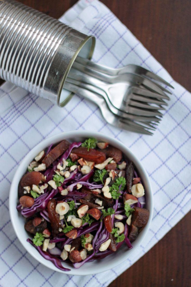 Søndag er lig med rester og nem mad herhjemme! Salaten her tager cirka lige så lang tid, som det tager at varme en rest mad i mikroovnen – lad os sige enebærgryde (: (den fylder lige pt. i min fryser…Uhmm) Kom enebærgryden i mikroovnen og tænd. Frem med bræt og kniv – snit, hak, skær.Frem...Læs Mere »