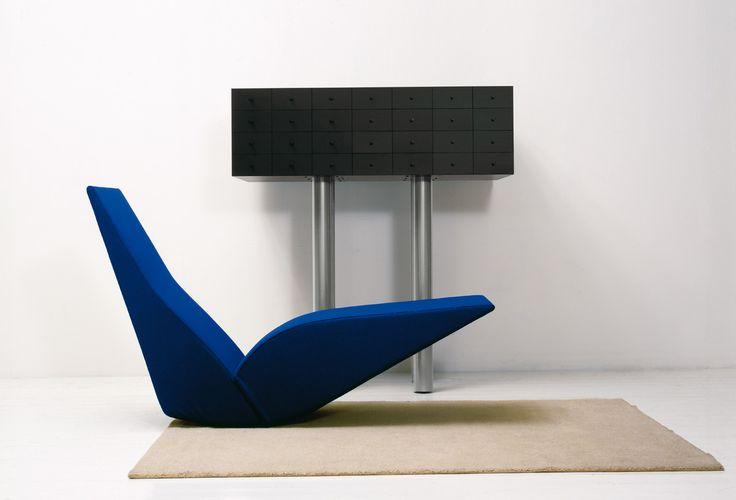 A espreguiçadeira Bird foi criada pelo designer tunisiano Tom Dixon para a Cappellini, renomada empresa italiana de design de móveis. A peça tornou-se icônica pela ausência de uma estrutura tradicional.