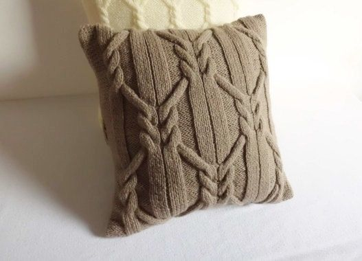 Cappuccino cable knit pillow case hand knit door Adorablewares