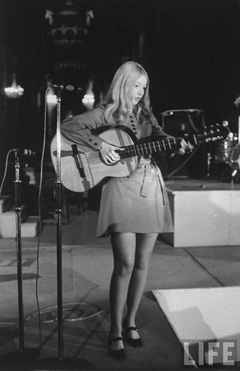 Mary Hopkin, 1968 .. Those were the days my friend, we thought they'd never end.......(and I wish they hadn't)
