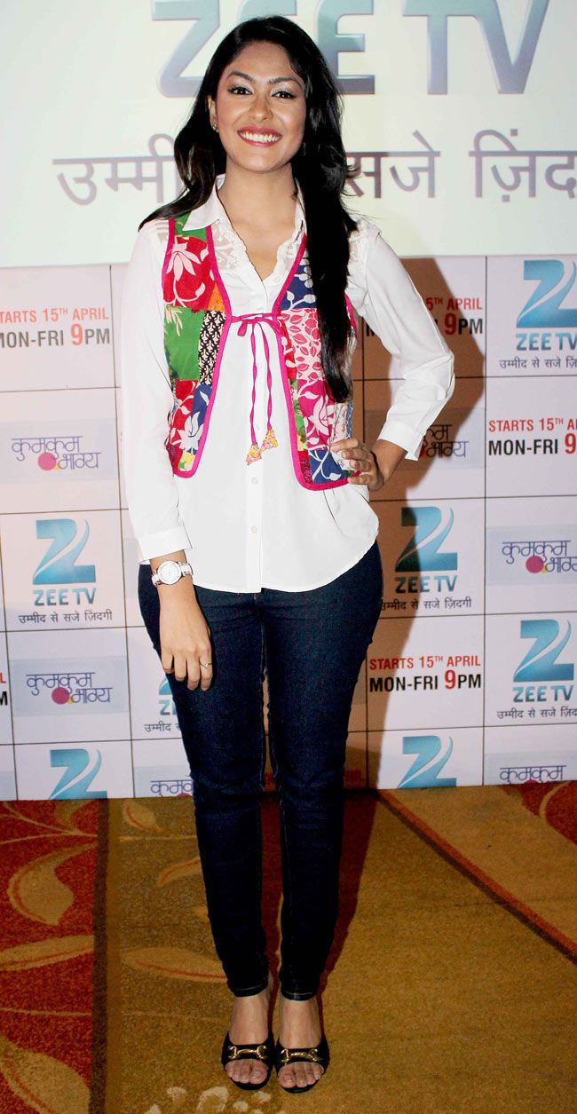 Ramayan zee tv promo hd wallpapers photos pictures - Mrunal Thakur At The Launch Of New Tv Show Kumkum Bhagya Style