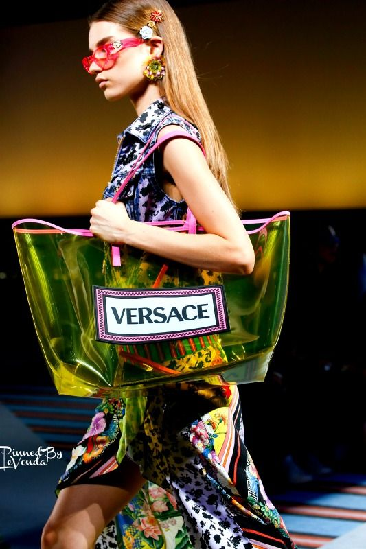 The 11 Definitive Accessories Trends Of Spring Summer 2019. Gianni Versace,  Donatella Versace, Fashion Bags, Fashion Trends, Milan Fashion Weeks, 078c202b4b