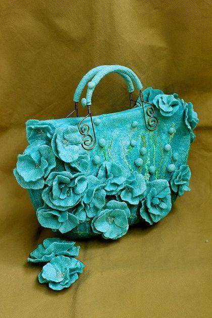 """ Blue dream"" сумочка и броши из шелка и шерсти - голубой,синий,голубая сумка"