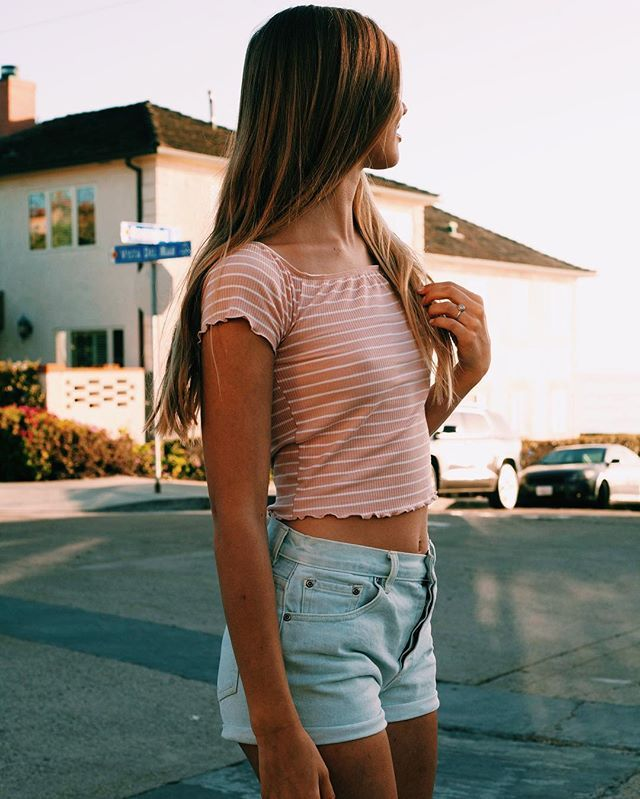 Looking to Friday like #girl #style #fashion #photographer #california #tweegram #artist #lajolla #brandymelville #rvca #street #city #lajollalocals #sandiegoconnection #sdlocals - posted by Johnny Versace Jimenez  https://www.instagram.com/johnnyversace. See more post on La Jolla at http://LaJollaLocals.com