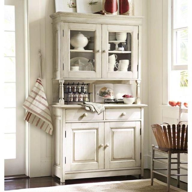 Kitchen Cabinet Displays: Restauration